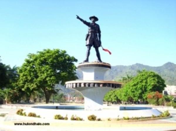 Monumen Patung Nani Wartabone