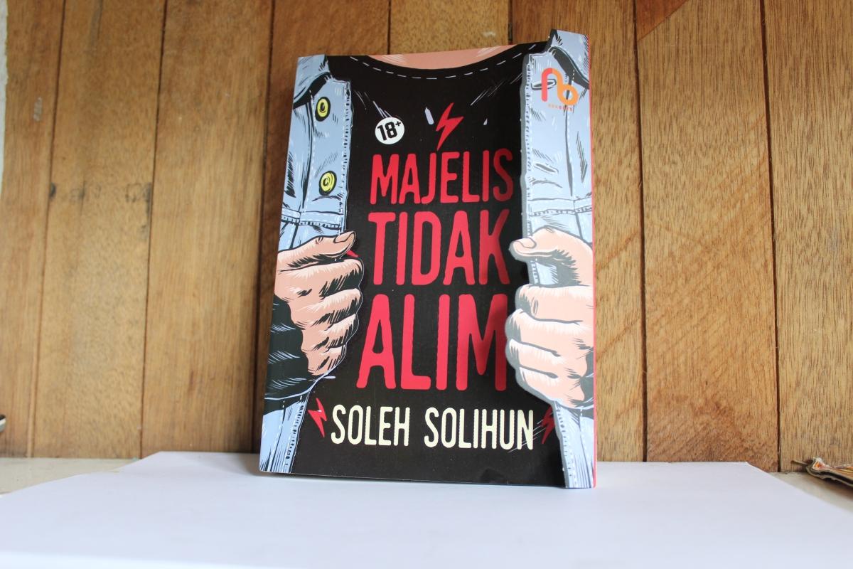 [BOOK REVIEW] Majelis Tidak Alim - Soleh Solihun